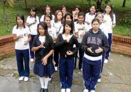 Noticias : Los estudiantes con discapacidad auditiva deben trabajar más duro para no quedarse atrás