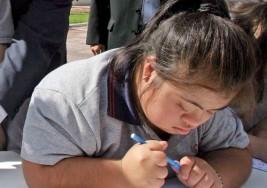 Padres de niña con s. de down denuncian que colegios de Manizales (Colombia) no quieren recibirla