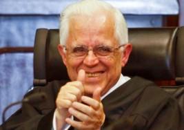 Ex presidente de la Suprema Corte Mexicana, con dos hijos autistas recurre en una demanda de pensión alimenticia