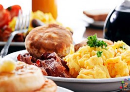 ¿Desayunar mucho ayuda a perder peso?