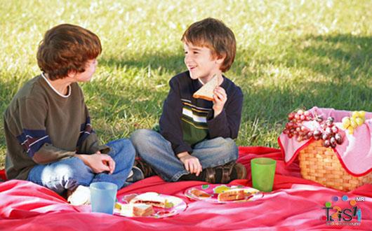 Niños en el picnic