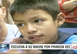 Un niño de 7 años, recibió el pasado lunes el regalo de la audición, con lo cual pudo escuchar la voz de su mamá