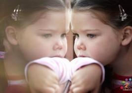 Cómo establecer contacto visual con los niños con autismo