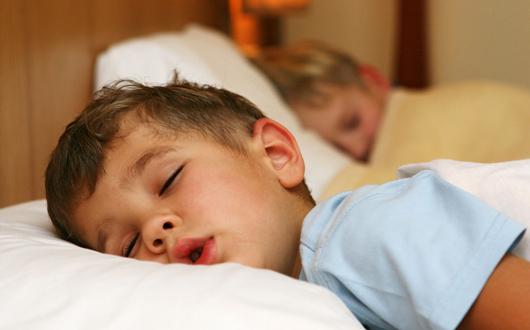 Cuanto necesitan dormir los adolescentes?