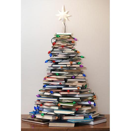 Rboles de navidad alternativos y ecol gicos todos somos uno - Arbol de navidad con libros ...