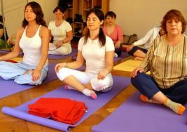 El yoga reduce la fatiga en las mujeres supervivientes de cáncer de mama