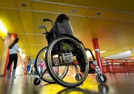 La historia de Claudia, una joven con parálisis cerebral