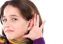 Entendiendo las diferencia entre sordera y la pérdida de la capacidad auditiva en los niños