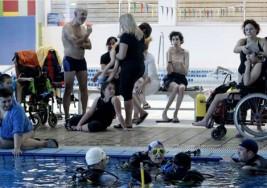 Niños con parálisis cerebral bucean por primera vez