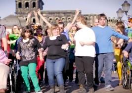Estos chicos con síndrome de Down van a sacarte una sonrisa bailando