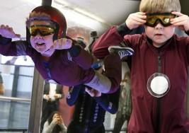 Niño con rara enfermedad muscular cumple su deseo de volar como Iron Man