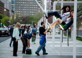 Instalación de columpios musicales en espacio público de Montreal ganó premio de la UNESCO