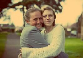 Madre se reencuentra con su hija después de 19 años gracias a Facebook