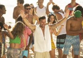 Ricky Martin contagia su ritmo a un intérprete para no oyentes