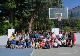 Alumnos de bachillerato internacional hacen deporte con niños con síndrome de down