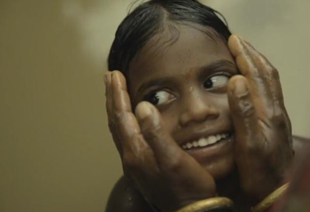 La historia de como dos hermanas ciegas ven el mundo por primera vez