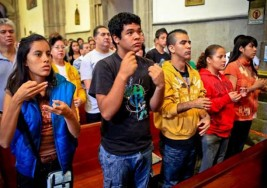 Las misas dominicales en lenguaje de signos para sordos en Valencia cumplen 25 años