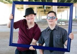 Tres jóvenes con síndrome de Down realizan prácticas en una guardería de Mérida