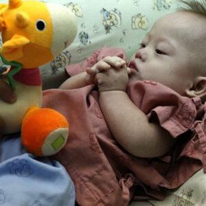 Pareja australiana afirma que luchará por bebé con síndrome de Down