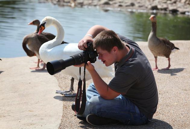 El fotógrafo con Síndrome de Down que emociona a miles de seguidores alrededor del mundo