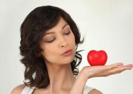 Ser mujer, bueno para el corazón