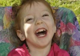 Piden ayuda para que una nena con parálisis cerebral viaje a Cuba