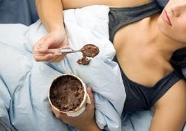 Comer helado no ayuda a superar las rupturas