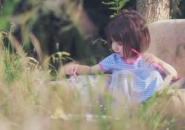 Una niña autista de cinco años vende sus cuadros por miles de euros