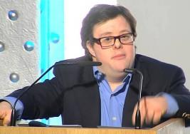 """Pablo Pineda, primer licenciado síndrome de Down, pide """"abrir los ojos a la discapacidad"""""""