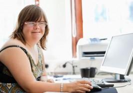 Jóvenes con síndrome de Down conocen internet
