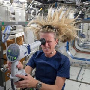 Desmayos, cáncer y sordera son los efectos secundarios que sufren las mujeres que viajan al espacio