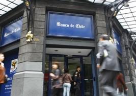 Sucursal del Banco de Chile le impidió cobrar un cheque a joven con Síndrome de Down