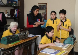 Personas con discapacidad visual aprenden Braille en Chile