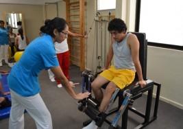 Cospedal trabajará para que a los afectados por esclerosis múltiple se les reconozca la incapacidad laboral en España