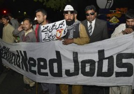 Policías paquistaní dispersa a palos manifestación de ciegos