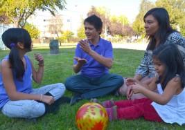 La familia, fundamental para los niños sordos