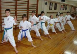 Ayudó el karate a niño con síndrome de Down