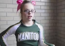 Una joven con síndrome de Down, estrella de las animadoras de su instituto