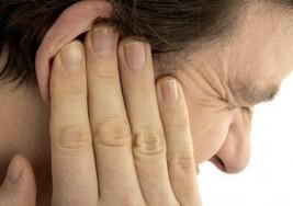 ¿Qué provoca un dolor agudo y un zumbido en el oído?