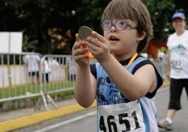 """Bebé con síndrome de Down """"sin posibilidades de sobrevivir"""" cumple 7 años"""
