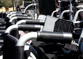 Entrega DIF León silla de ruedas a pequeños con parálisis cerebral