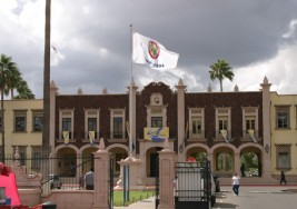 Adultos que padecen sordera toman curso de español en Sonora