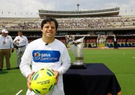 Vence obstáculo de síndrome de Down como entrenador de fútbol