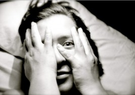¿Tienes problemas para quedarte dormido o tu sueño se ve interrumpido?