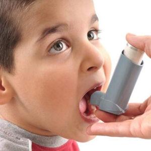 Chico con asma