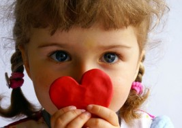 Síntomas más sutiles retrasan el diagnóstico del autismo en las niñas
