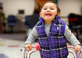 Estudiantes crean productos para personas con parálisis cerebral