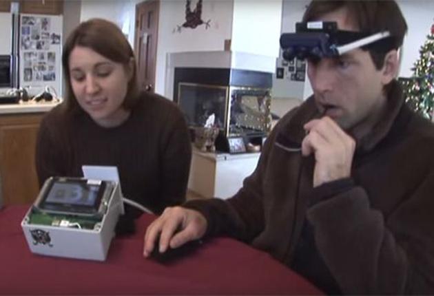 Crean un dispositivo con el que los ciegos ven por la lengua