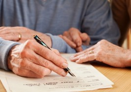 Las personas ciegas y sordas podrán ser testigos en los testamentos en España