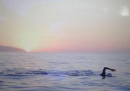 Una nadadora con esclerosis múltiple logra cruzar el Estrecho de Gibraltar
